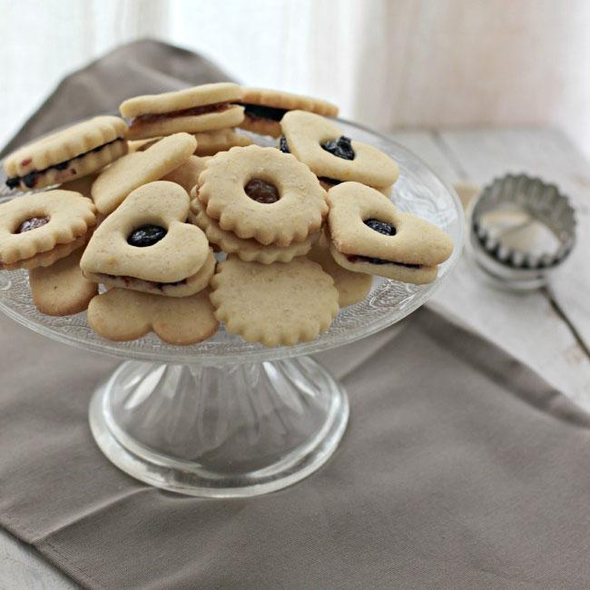 Biscotti con confettura di mirtilli e prugne