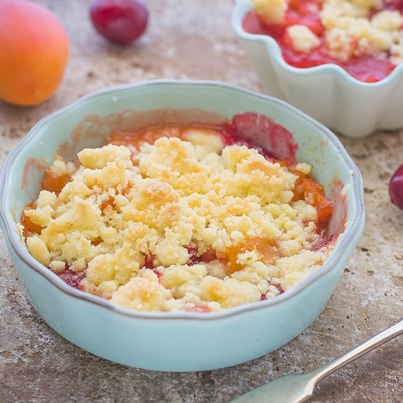Crumble alle ciliegie e albicocche