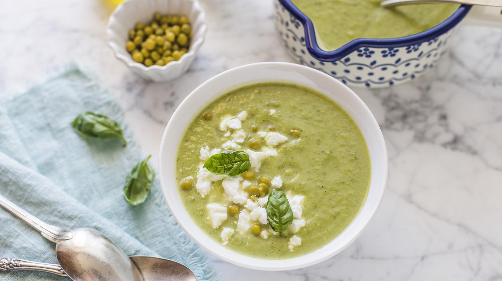 Zuppa fredda di piselli e zucchine