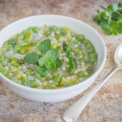 Zuppa primaverile con grano saraceno