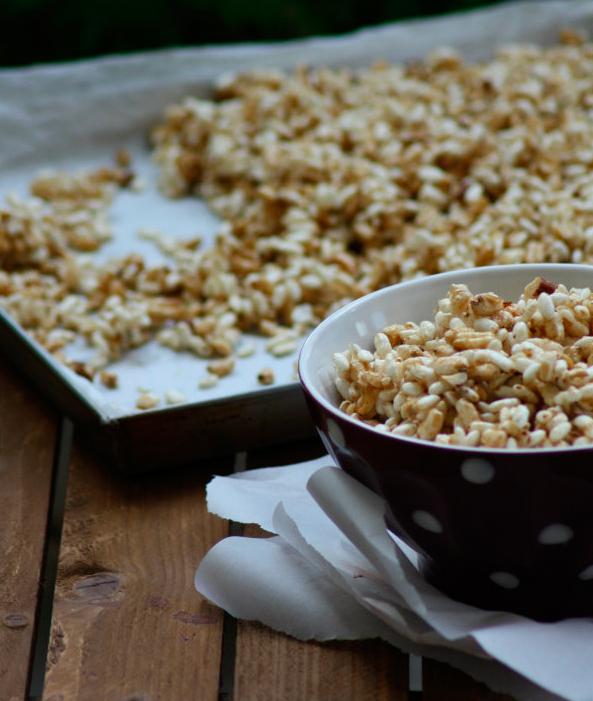 Cereali soffiati con miele, nocciole e cannella
