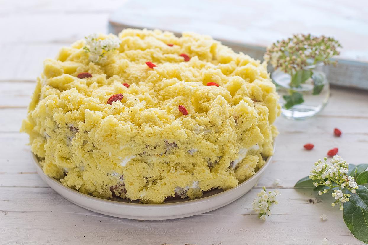 Torta mimosa con crema di ricotta e bacche di Goji