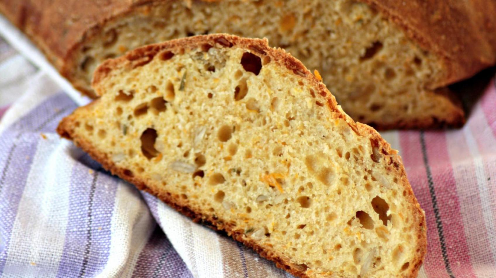 Pane alla zucca, ceci, rosmarino con semi di girasole