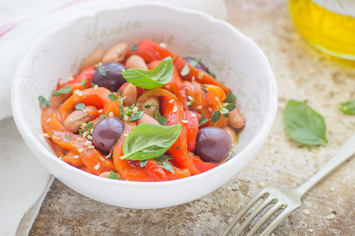 Insalata di peperoni, olive e fagioli